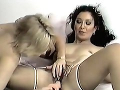 Hot Damsels In Love