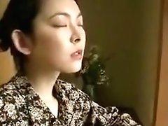 Madrer Japonesa Siendo Follada Por Su Hijo.